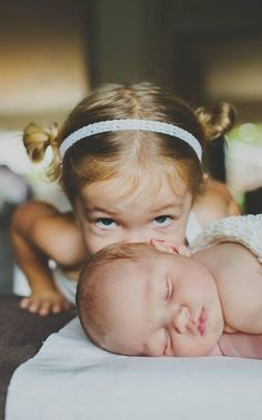 25 Adorable Sibling Photography Ideas with New Baby – Ella Bella Maternity Boutique