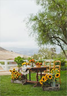 Inspirational Sunflower Wedding Ideas for wedding decorations, spring weddings, sumemr weddings, rustic country weddings Wedding Centerpieces, Wedding Table, Rustic Wedding, Wedding Decorations, Summer Wedding, Our Wedding, Dream Wedding, Spring Weddings, Vintage Furniture Design
