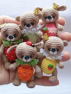 Amiguumi Little Bear-Free Pattern. These little guys are so cute. I'm going to try to translate it using the symbols given.