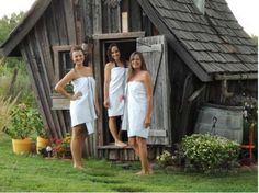 Dan Pauly, artisan and owner of Minnesota-based company The Rustic Way, builds the loveliest tiny cabins imaginable/ Building A Sauna, Natural Building, Outdoor Sauna, Outdoor Baths, Small Log Cabin, Tiny Cabins, Rustic Saunas, Spas, Mini Sauna