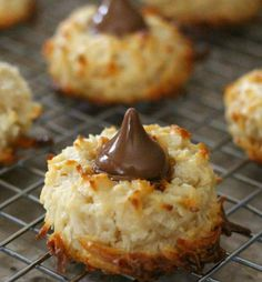 Chocolate Kissed Coconut Macaroons - Put these on your Holiday dessert tray! Cookie Desserts, Just Desserts, Cookie Recipes, Delicious Desserts, Yummy Food, Cookie Tray, Baking Desserts, Baking Cookies, Creative Desserts