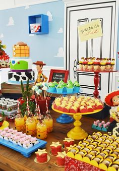 toy-story-birthday-party-ideas-via-little-wish-parties-childrens-party-blog-dessert-table Más