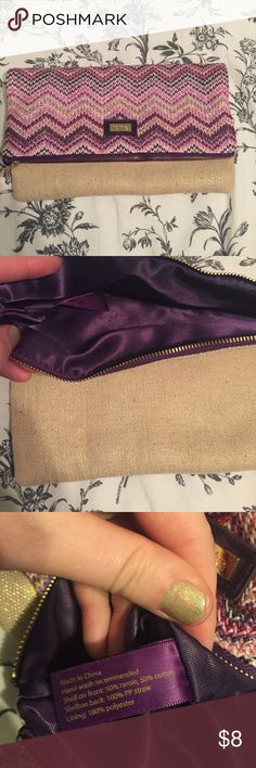 Tarte straw clutch Multicolored woven on one side, gold shimmer on the other, purple lining. From Tarte Cosmetics but not waterproof, so not meant as a makeup bag. About 6X10 inches when folded. Very light Bags Clutches & Wristlets