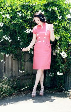 Love the collar and buttons on this vintage dress modelled by Esme and the Laneway.