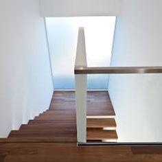 Wohnhaus O32: moderner Flur, Diele & Treppenhaus von m67 architekten
