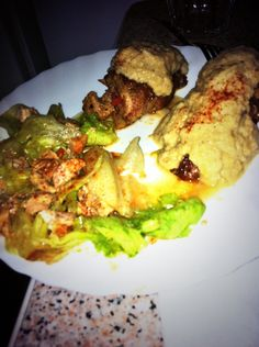 Flamenquines con salsa de cebolla y ensalada