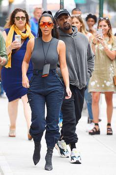 The makeup products that Kim Kardashian uses – My hair and beauty Kim Kardashian Bikini, Kourtney Kardashian, Robert Kardashian, Kardashian Style, Kardashian Jenner, Kardashian Family, Looks Kylie Jenner, Kendall Jenner, Kim Kardhasian