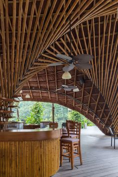bambubuild creates versatile bamboo pavilion that can be relocated Bambusflamingopavillon aus Bambus Glass Pavilion, Pavilion Design, Wooden Pavilion, Backyard Pavilion, Outdoor Pavilion, Bamboo Roof, Bamboo Bar, Tiki Bars, Pavilion Architecture