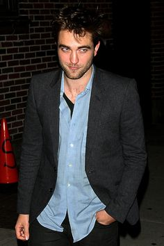 Robert Pattinson vamps it up for Dave Letterman