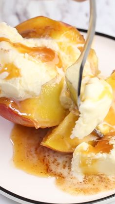 Baked peaches with brown sugar, butter and cinnamon. Tastes like a homemade peach pie – without all the work and calories! #peaches #andcream #brownsugar #oven #easy #weightwatchers #fruit #dessert #food #video #iheartnaptime