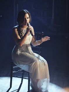 This girls voice is like angels in my ears. #Lovatic.