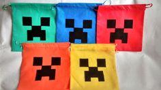 MINECRAFT!!! <br>Para colorir a sua Festa!!!! <br>Feita em TNT com apliques em Feltro. <br>A sacolinha pode ser feita em outras cores. <br>Entrega a partir da confirmação de pagamento. <br> Pedido mínimo 15 unidades