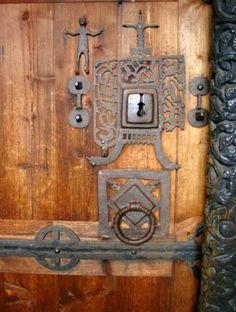 Door, Hedalen Stave Church, Oppland, Norway