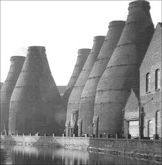 The 'Seven Sisters' - J&G Meakins Hanley Pottery  The 'Seven Sisters' - J&G Meakins Eastwood Hanley Pottery (1958 © Donald Morris) The Caldon Canal ran in front of these amazing bottle kilns - although there were 7 kilns in the group, only 6 were ever visible to the viewer -no matter where you stood one or another was always hidden.