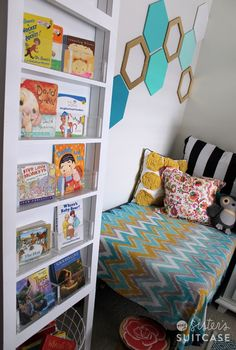 How to Score a Free Bookshelf {and make it cute!} Great idea for a child's bedroom!