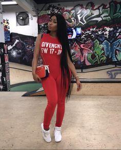 El largo de la cabellera de Nicki Minaj es ridículo