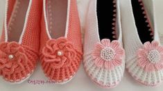 tig-isi-babet-patik-modeli-yapimi-video-anlatimli Crochet Slipper Pattern, Crochet Flower Patterns, Crochet Slippers, Crochet Flip Flops, Spa Slippers, Crochet Bag Tutorials, Cute Polymer Clay, Shoe Pattern, Knitted Poncho
