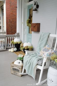 Porch Decorating Ideas ~ non-traditional fall porch colors, but super nice! I think I would change up the colors. I love the homey look though. Fall Home Decor, Autumn Home, Blue Fall Decor, Diy Porch, Porch Ideas, Patio Ideas, Piece A Vivre, House With Porch, Deco Design