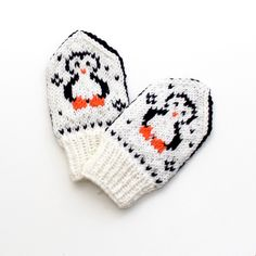Ravelry: Happy Penguin Babyvotter pattern by Tonje Haugli Baby Mittens Knitting Pattern, Knit Mittens, Knitting Charts, Knitting For Kids, Knitting For Beginners, Knitting Patterns Free, Knitted Hats, Baby Snacks, Knitting Designs