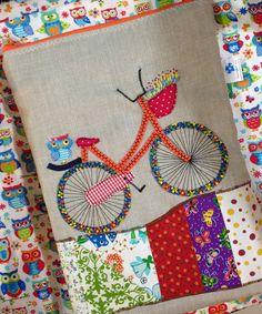 Necessaire com apliques de bicicleta, patch e bordados!  Escolha o bordado da cestinha ou garupa de acordo com seu estilo!