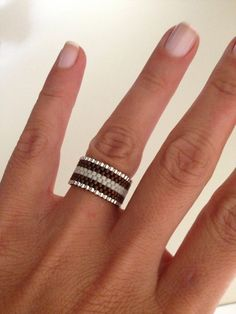 Peyote Ring aus Miyuki Delica Perlen Peyote ring made by miyuki delica beads Peyote Ring aus Miyuki Delica Perlen Bead Loom Bracelets, Diy Beaded Rings, Beaded Earrings, Jewelry Patterns, Bracelet Patterns, Seed Bead Jewelry, Beaded Jewelry, Beaded Rings, Bead Jewelry