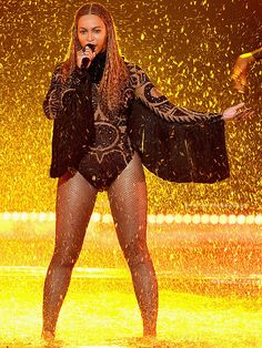 Recording artist Beyonce performs onstage during the 2016 BET Awards. Beyonce 2016, Beyonce Show, Beyonce Style, Beyonce And Jay Z, Bet Awards 2016, 7 Prince, Mrs Carter, Beyonce Knowles, Queen B