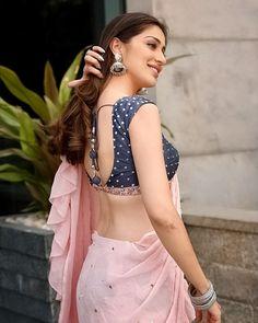 Beautiful saree with mini blouse Indian Blouse Designs, Bridal Blouse Designs, Blouse Neck Designs, Beautiful Girl Indian, Beautiful Saree, Sari Bluse, Saree Backless, Stylish Blouse Design, Beauty