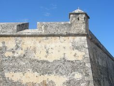 https://flic.kr/p/6aqHcw | Spanish Fortifications | There were still many of the old colonial city walls and fortifications in and around Campeche.