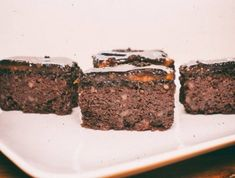 Diós-csokoládés kocka Stevia, Banana Bread, Desserts, Dios, Tailgate Desserts, Deserts, Postres, Dessert, Plated Desserts