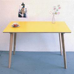 Perky Formica Table / Desk in Yellow par wintersmoonuk sur Etsy