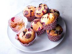 Découvrez la recette Muffin chocolat blanc framboise sur cuisineactuelle.fr.