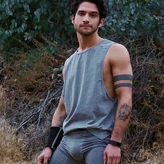 I see you... Tyler Posey Teen Wolf, Teen Wolf Boys, Cute Teenage Boys, Men In Tight Pants, Meninos Teen Wolf, Lycra Men, Cute White Boys, Le Male, Photography Poses For Men