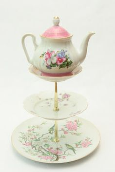 Dishfunctional Designs: Crafts & Home Decor Made With Teacups & Saucers - this teapot dessert tray is PERFECT for tea and cookies ... how sweet is that?!? #Teapot #DessertTray #Crafts pb†