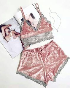 Luxe Caraco Set gris satin /& dentelle Taille 8-10 Cami /& Shorts//French Knickers