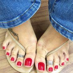 "1,724 Likes, 48 Comments - PézinhosdaKaka @kakaklemp (@kakakpes) on Instagram: ""Aqui nossos pés ficam cor de terra  meu Deus kkkkkkkkkkkk. #pes#pésfemininos…"""