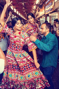 Be inspired by Souk street in Dubai, wearing Collection. Photo by Morelli Brothers Fashion Models, Fashion Show, Fashion Outfits, Fashion Design, Dolce & Gabbana, Lena Dunham Girls, Embroidery Fashion, Indian Ethnic Wear, Runway Models