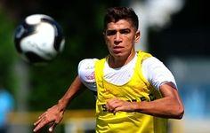 """Em alta, Vitor Bueno brinca: """"Ainda bem que o Santos renovou antes""""  http://santosjogafutebolarte.comunidades.net/seu-placar-de-santos-x-audax"""