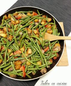 Pan-fried potatoes, mushrooms and green beans - - Meat Recipes, Vegetarian Recipes, Chicken Recipes, Cooking Recipes, Healthy Recipes, Haricot Verts Recipe, Plats Healthy, Batch Cooking, Food Inspiration