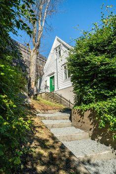 Sandviksveien 201, BERGEN | DNB Eiendom Bergen, Country Roads, Cabin, Mansions, House Styles, Home Decor, Lily, Decoration Home, Manor Houses