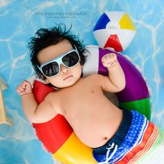 Little pool baby chillin'! 3 Month Old Baby Pictures, Funny Baby Pictures, Newborn Pictures, 5 Month Old Baby, Summer Boy, Summer Beach, Baby Pool, Baby Portraits, Newborn Photography