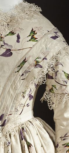 1845-1849 ... Dress ... England ... Silk plain weave with warp-float patterning, printed, silk lace and silk passementerie ... Center back length: 56 1/4 in. ... from LACMA ... photo 3