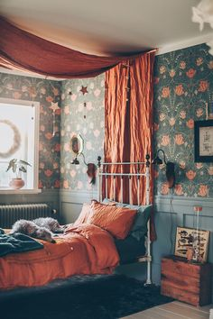Canopy bed and florals. This was my childhood. ETS 2019 Canopy bed and florals. This was my childhood. ETS The post Canopy bed and florals. This was my childhood. ETS 2019 appeared first on Floral Decor. Home Interior, Interior Design, Teenage Girl Bedrooms, Girls Bedroom, Baby Bedroom, Single Bedroom, Girl Rooms, Nursery Room, Girl Nursery