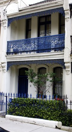 blue and white terraced house, Sydney - the popular Victorian terrace translated to sunny Australia with the addition of verandahs to shade the front rooms. Architecture Design, Australian Architecture, Australian Homes, Victorian Terrace House, Victorian Homes, Iron Balcony, Iron Work, House Front, House Colors