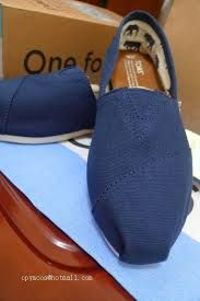 Toms! These are the coolest shoes ever! Toms has a huge discount today when summer is coming.You can rush to purchase it immediately,because the goods' quantity was limited. So you don't think anything and click the picture to the web I ever be there buy these shoes, then choose the suitable one and buy it, thanks to the chance is so difficult to get.