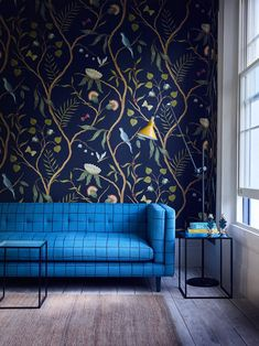 2018 Design Trends: Chinoiserie is Making a Comeback - Emily Henderson Design Trends Modern Chinoiserie Updated Examples 8 - Chinoiserie Wallpaper, Wall Wallpaper, Interior Wallpaper, Navy Living Room Wallpaper, Modern Wallpaper, Wallpaper Ideas, Wallpaper Backgrounds, Deco Cool, Jugendstil Design