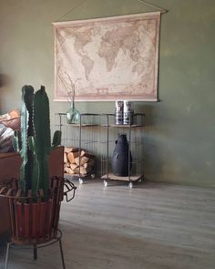Iedereen super bedankt voor alle lieve berichtjes op mijn vorige feed en felicitaties. Fijn om te lezen dat jullie de shop ook leuk vinden #interieurideas#stoerwonen#vintage#cactus#inspiratie#interior4all#interior#interior4all#decoratie#ninterior#interiorwarrior#binnenkijken#huisjekijken#industrieelwonen#