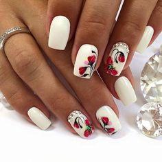 белый маникюр с маками и стазами, nail art flowers, style