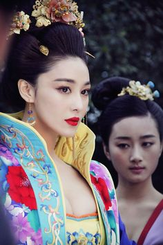 Viann Zhang as a concubine in the 2015 chinese period TV series 'The Empress of China'. Tang Dynasty Hanfu fashion.