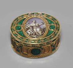 A LOUIS XV ENAMELLED GOLD SNUFF-BOX SET WITH A MINIATURE