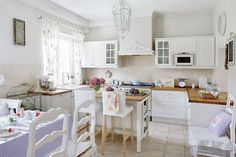 Little Emma English Home: A romantic white
